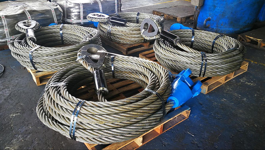 wire rope with solid cast thimble and spleter socket